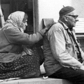 Az orvosból lett néprajzkutatót cigányasszony gyógyítja