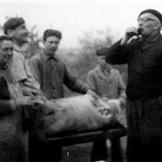 Disznóvágás – pálinkázás 1964