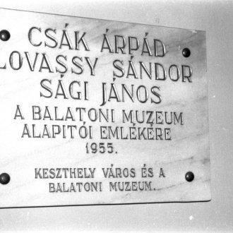 A múzeumalapítók - köztük Csák Árpád - emléktáblája