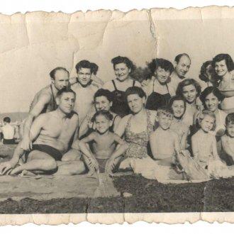 Apai nagybátyjával Gáza bácsival és családjával a Balatonon