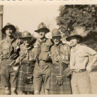 Berkes József édesapja jobb szélen -  Gödöllői Jamboreen 1933 augusztusában skót cserkészekkel