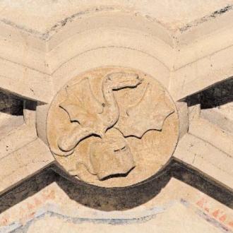 Lackfi-címeres boltozati zárókő a ferences templomból
