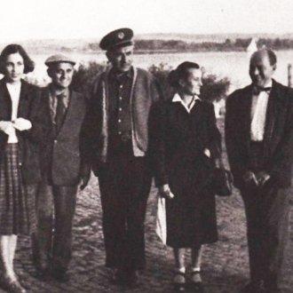 Illyés Gyula, Illyés Gyuláné  az Örkény-házaspár és Urbach László a Balatonon az 50-es évek közepén
