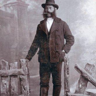 Szivarozó zalai férfi (Balatoni Múzeum, Fotótár)