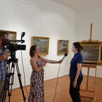 A Keszthelyi Televízió és a képzőművészet gyűjtemény felelőse, Haász Gabriella történész-muzeológus