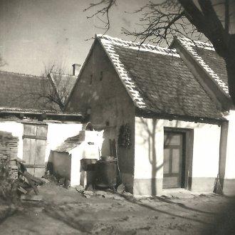 Kemence az udvaron, 1950-es évek (Balatoni Múzeum, Fotótár)