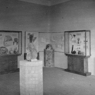 Részlet a régészeti kiállításból (Dr. Némethy Endre fotója 1949-ből)