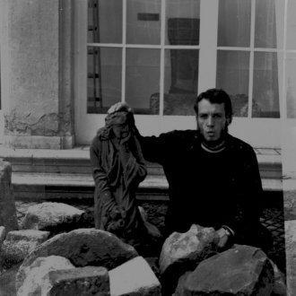 Frech Miklós fotója a lapidárium rendezéséről 1973-ból