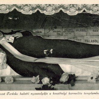 Szent Terézke halotti nyoszolyája (Balatoni Múzeum, Képeslapgyűjtemény)