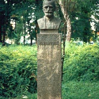 Cholnoky Jenő mellszobra Keszthelyen, a Helikon parkban