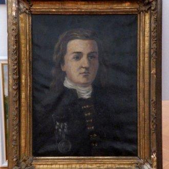 Az igazgatói irodát néhány festmény díszítette. Az iskola névadójának portréja is közéjük tartozott.