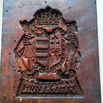 Mézeskalács ütőfa címerrel