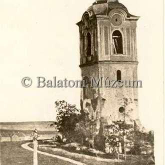 A lebontott keszthelyi Szent Márton templom (Balatoni Múzeum, képeslapgyűjtemény)