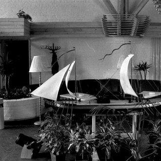 Az 1985-ben épült keszthelyi Hotel Phoenix fogadótere (1987) - Balatoni Múzeum, Fotótár